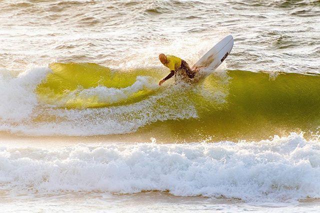 Unser Präsident vor einem Jahr während unseres Club Contest. Dieser steigt erneut ab dem 30.08., hoffentlich können wir alles an einem We durchziehen, wir sind gespannt. 🌻 merci an @niklasboockhoff für das tolle Foto. Weitere Infos folgen. 🤙 ~~~~~~~~~~~~~~~~~~~~ #surfclubsylt #sylt #inselliebe #surf #longboard #contest #shortboard #nordsee #vereinsleben