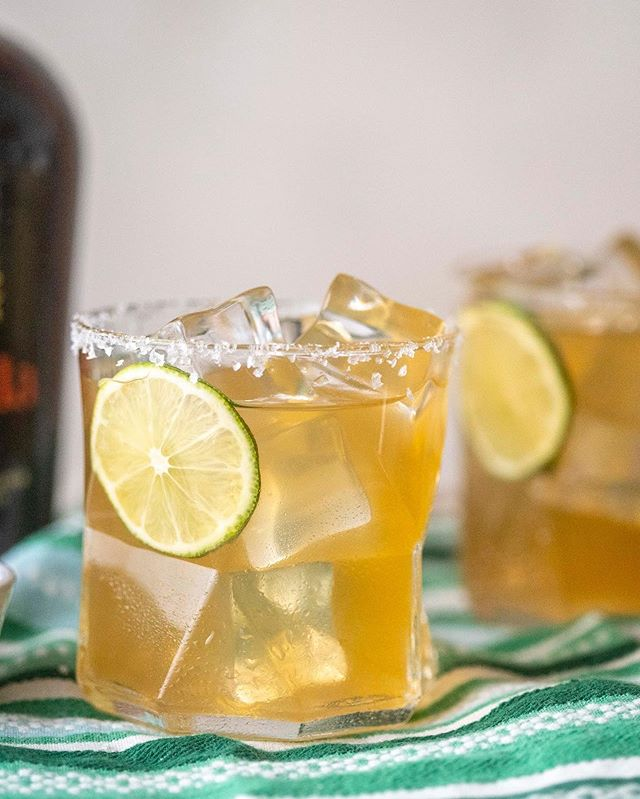 Whether you're having a #tipsytuesday or dreamin' of the freaking weekend, we could all be sipping on these Cadillac Margaritas 🍹Smooth Casamigos tequila, Gran Gala (a rich, brandy-based orange liquor) and a quick Turbinado sugar Sweet & Sour mix. Perfectly tart and not super sweet! 🍋 Grab the recipe at TheCraftChew.com . . . . @casamigos #tequila #tequilatuesday @grangala #turbinado #sweetandsour #cocktails #cheers #tipsytuesday #thirsty #cocktail #freshsqueezed #liqpic #cocktailoftheday #cocktailgram #drinkup #thirstquencher #drinks #instadrinks @ashmanwelly @brightsidepictures @seansonite #thanksforchewsing