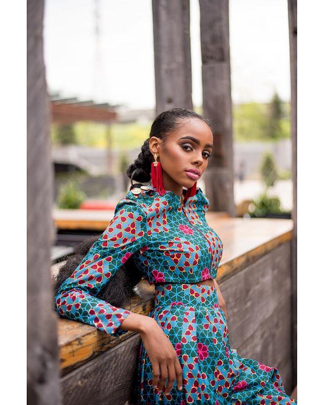 Beyo for Precious Threads' beautiful FW18 collection // Jun 2018 ⠀⠀⠀⠀⠀⠀⠀⠀⠀ model:@beidanismail designer:@preciousthreadsbyabiola styling:@officialwearthestyle makeup:@jacqueartistry photographer:@osatoerebor ⠀⠀⠀⠀⠀⠀⠀⠀⠀ #capturedbyO #africanfashion #BeyoisMagic #fashionblogger #torontomodel #torontophotographer #torontoblogger #afrogirlfitness #fashionphotography #beautiful #distillery #distillerydistrict #igstyle #the6ix #blackgirlmagic #50mm #fallcollection #ankaradress #fallfashion #editorialphotography #portrait_perfection #prints #ankara