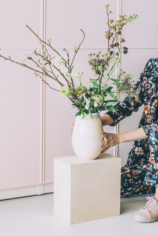 Stor buket med forårsgrene og tidlige blomster