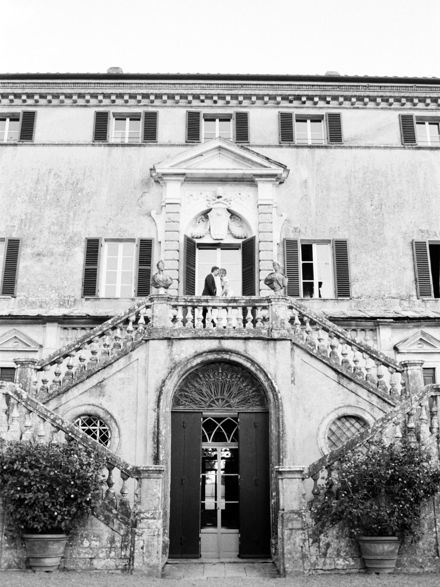 villa-cetinale-engagement-33.jpg