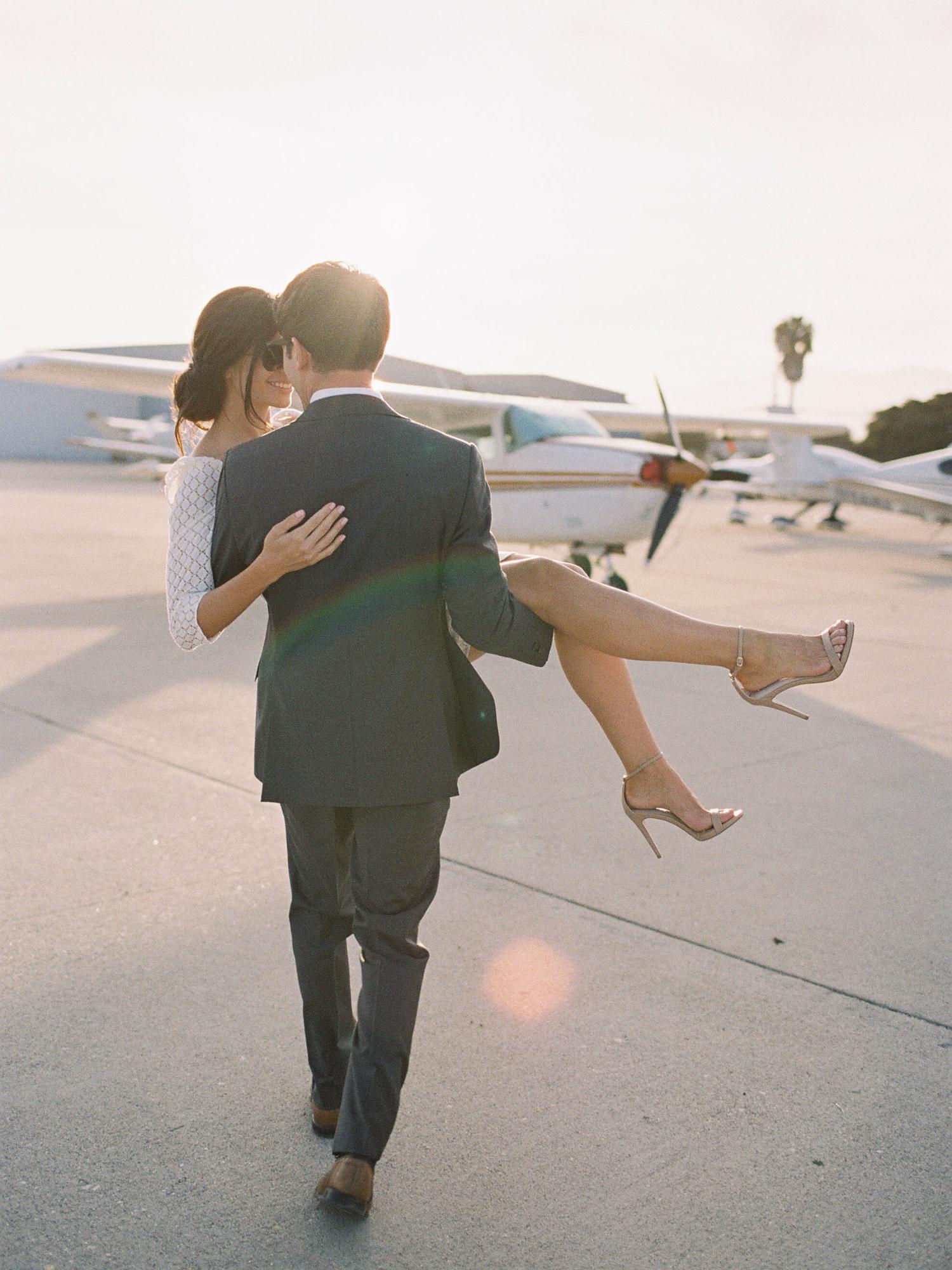 airport-engagement-shoot-1.jpg