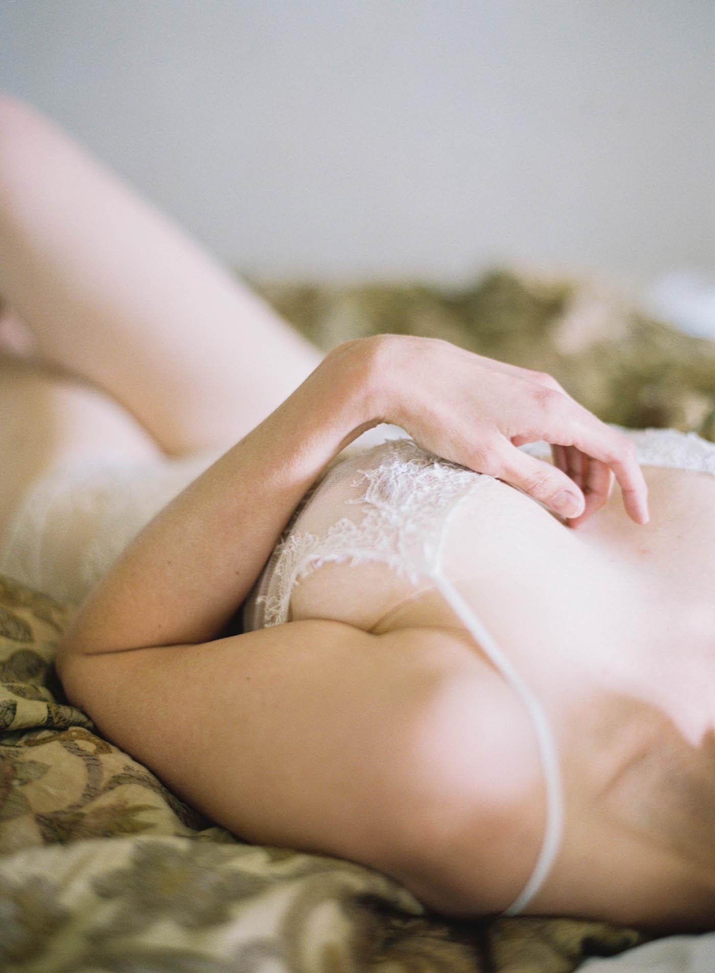 Italian_Villa_Boudoir-3-Jen_Huang-Elan_Jaffke_Boudoir-103-Jen_Huang-006877-R1-001.jpg