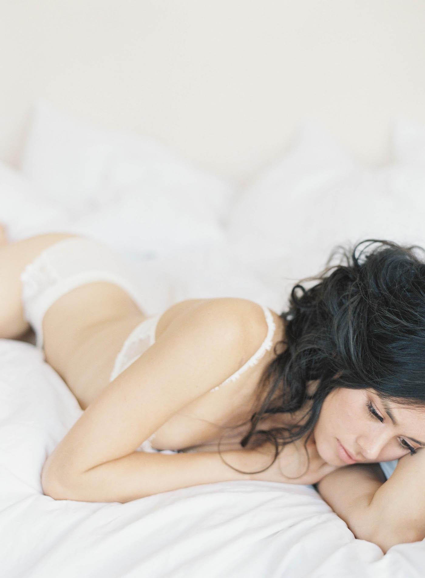 boudoir-on-film-109-Jen_Huang-Bhldn-194-Jen_Huang-002783-R1-013.jpg