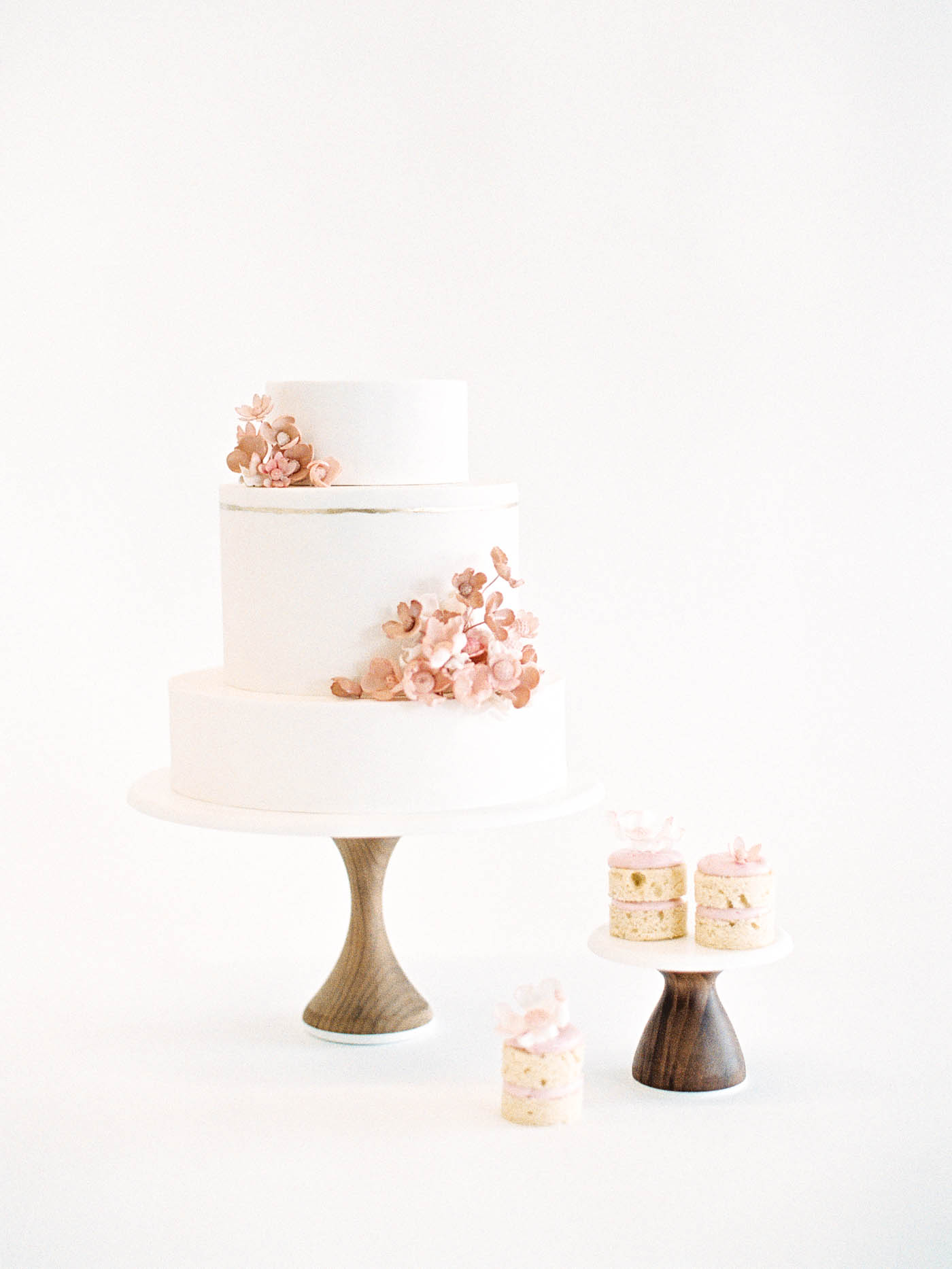 Delicate-Wedding-Cakes-6-Jen_Huang-002343-R1-032.jpg