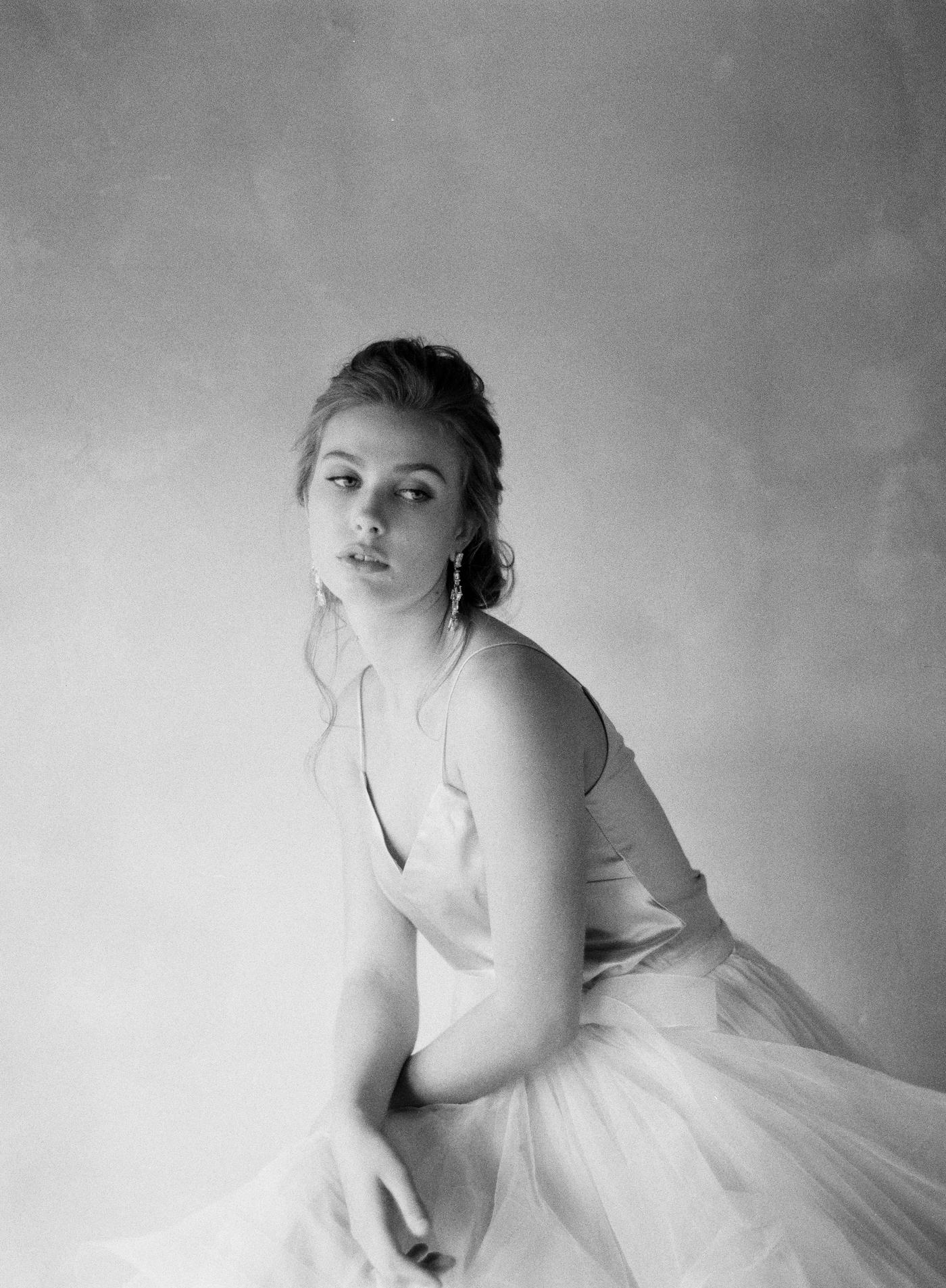 Classic-Bridal-Portraits-221-Jen_Huang-BHLDN-Winter-Bride-168-Jen_Huang-000010640016.jpg