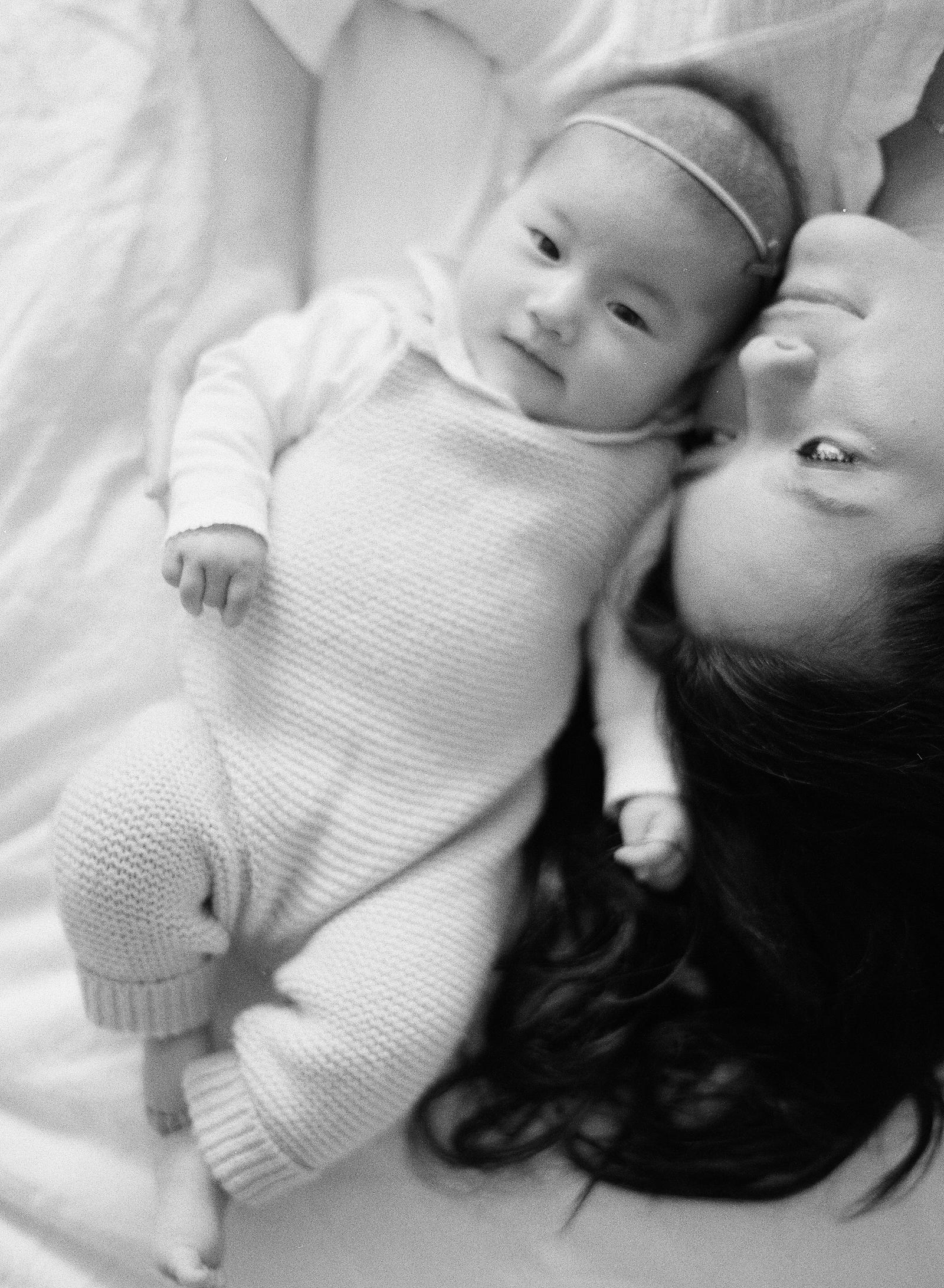 Pasadena_Newborn_Photos-17-Jen_Huang-000010760011.jpg