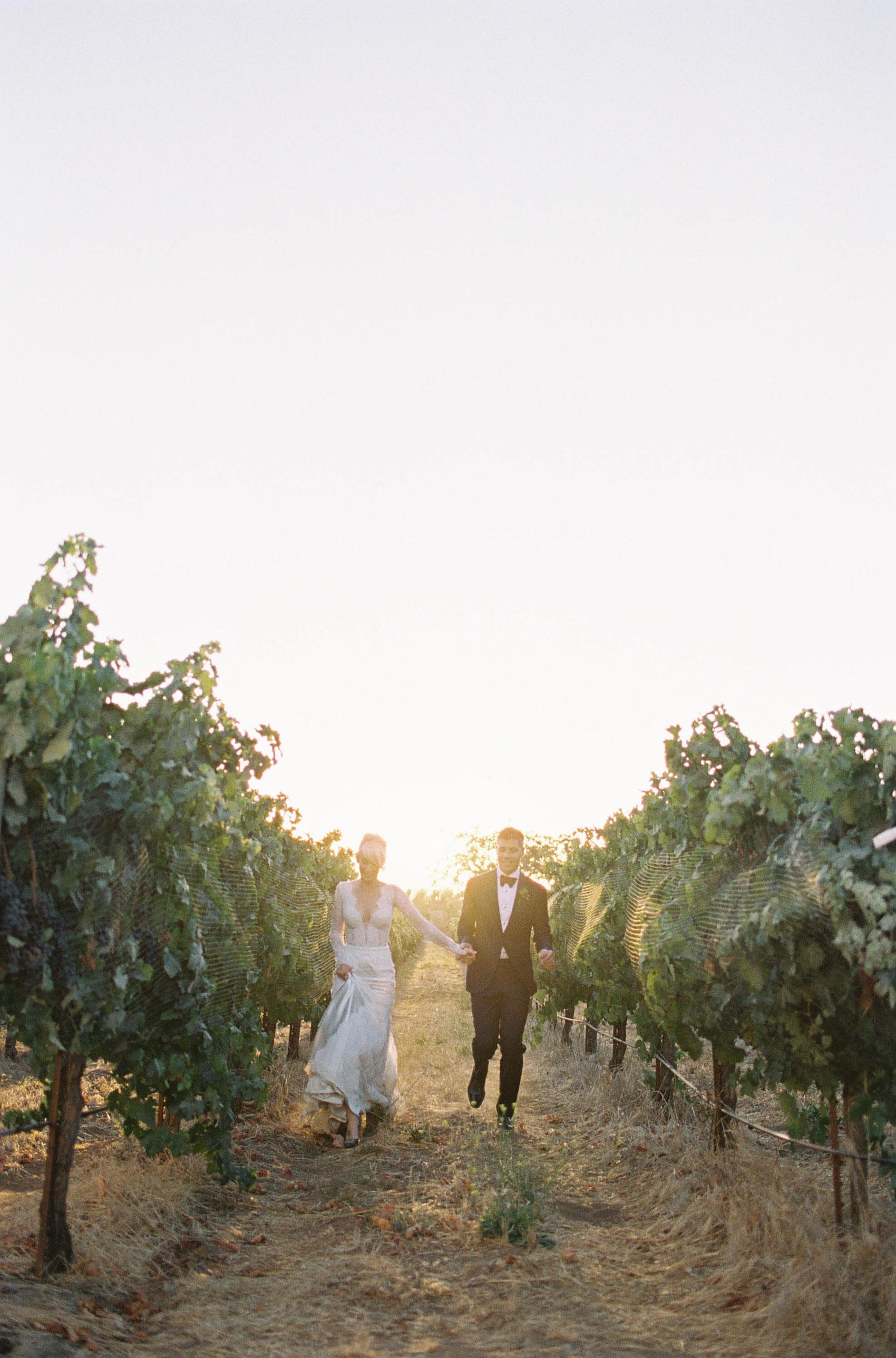 Sunstone_Villa_Wedding-73-Jen-Huang-JTEd-111-Jen_Huang-002818-R1-010.jpg