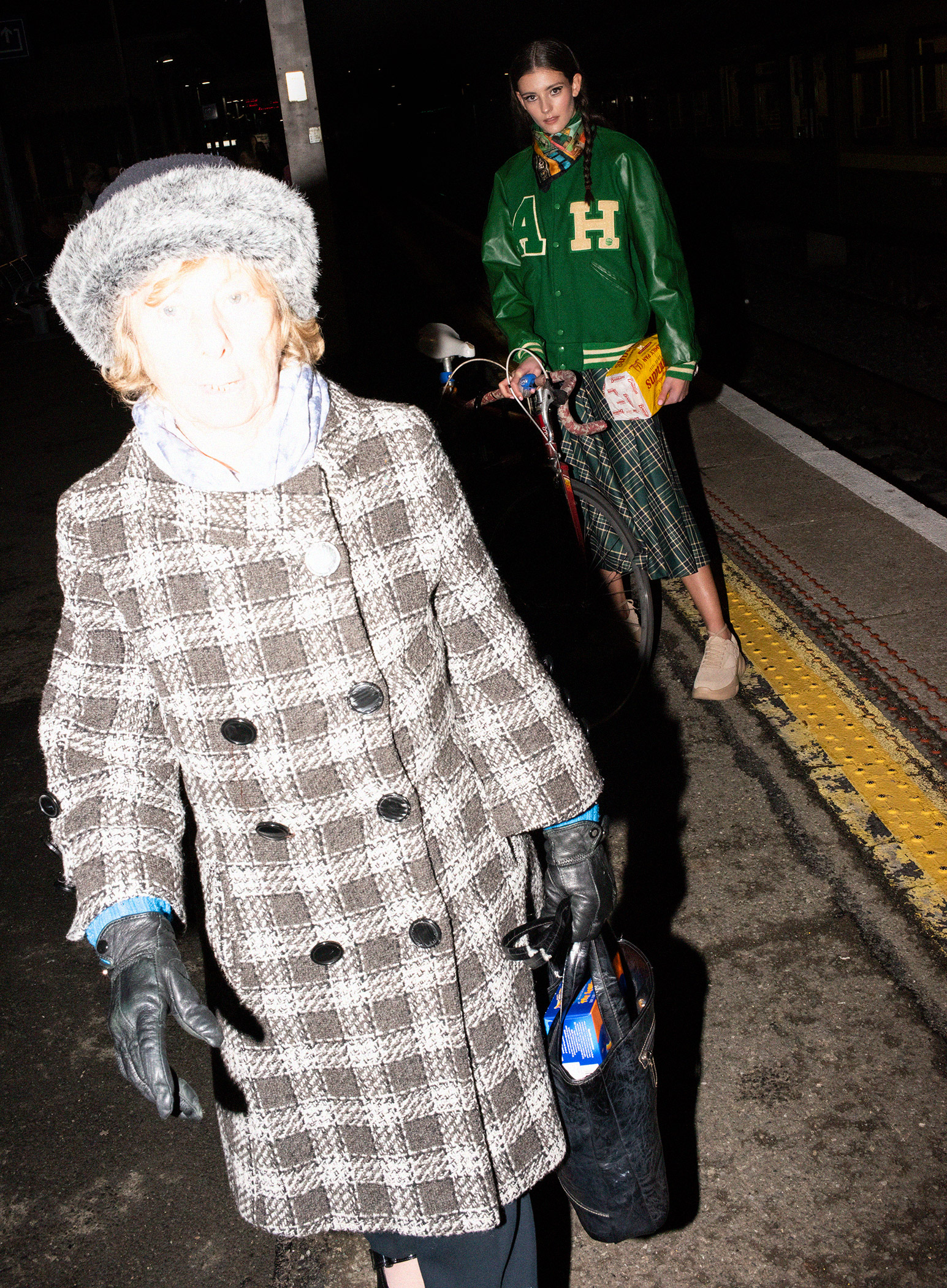Green-jacket-and-skirt-with-granny-walking-5960.jpg