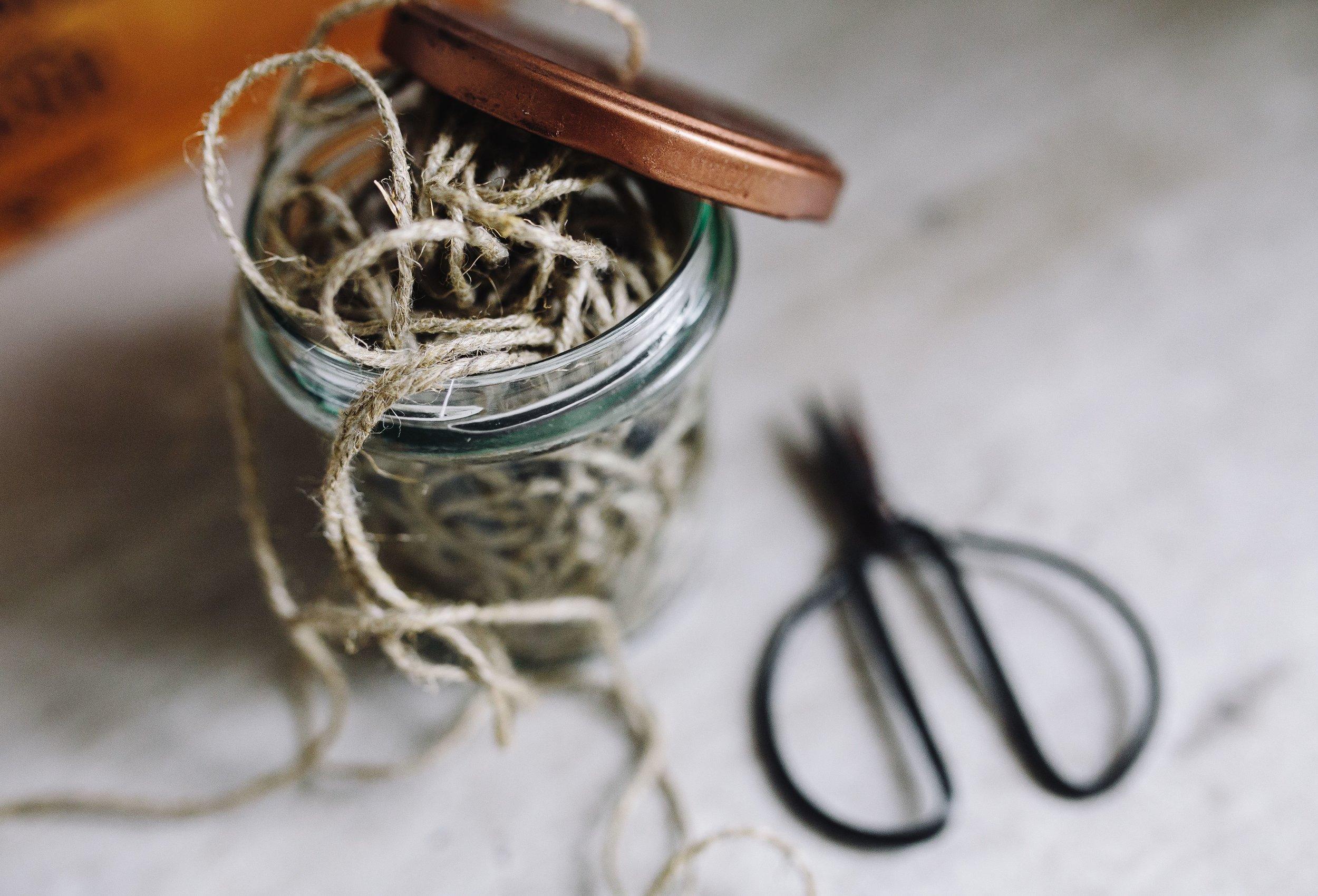 kaboompics_A jar of thread.jpg
