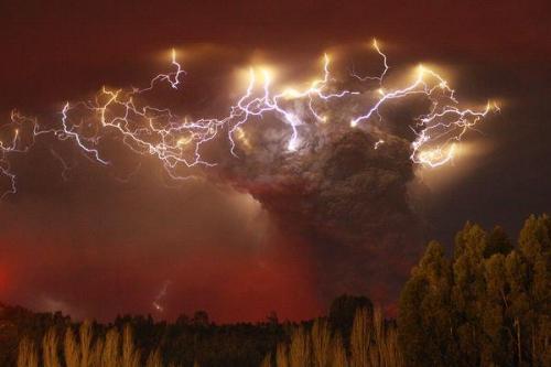 volcanic lightning_CarlosGutierrezReuters.jpg