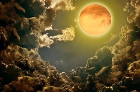 Full_Moon_thunderclouds.jpg