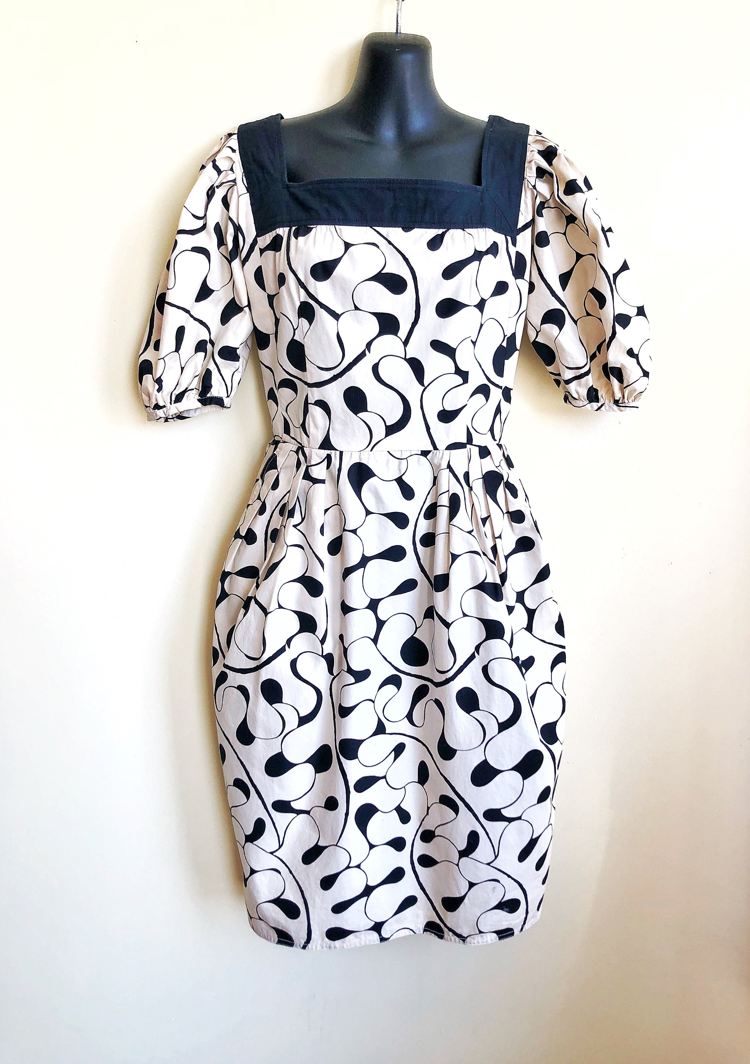 This dress is perky and fun. Emmanuel Ungaro holds an esteemed place in Italian fashion, especially Vintage. The cotton and stitching are superb so you'll feel like a million!