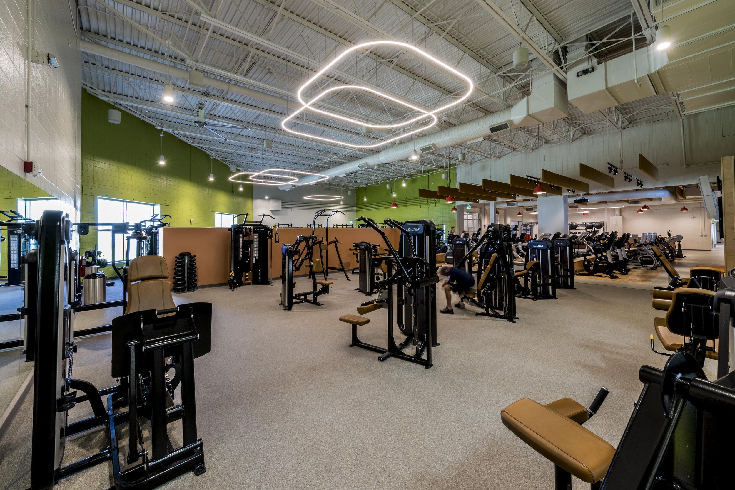 Essenza-Eagle-Pointe-Recreation-Center-052.jpg