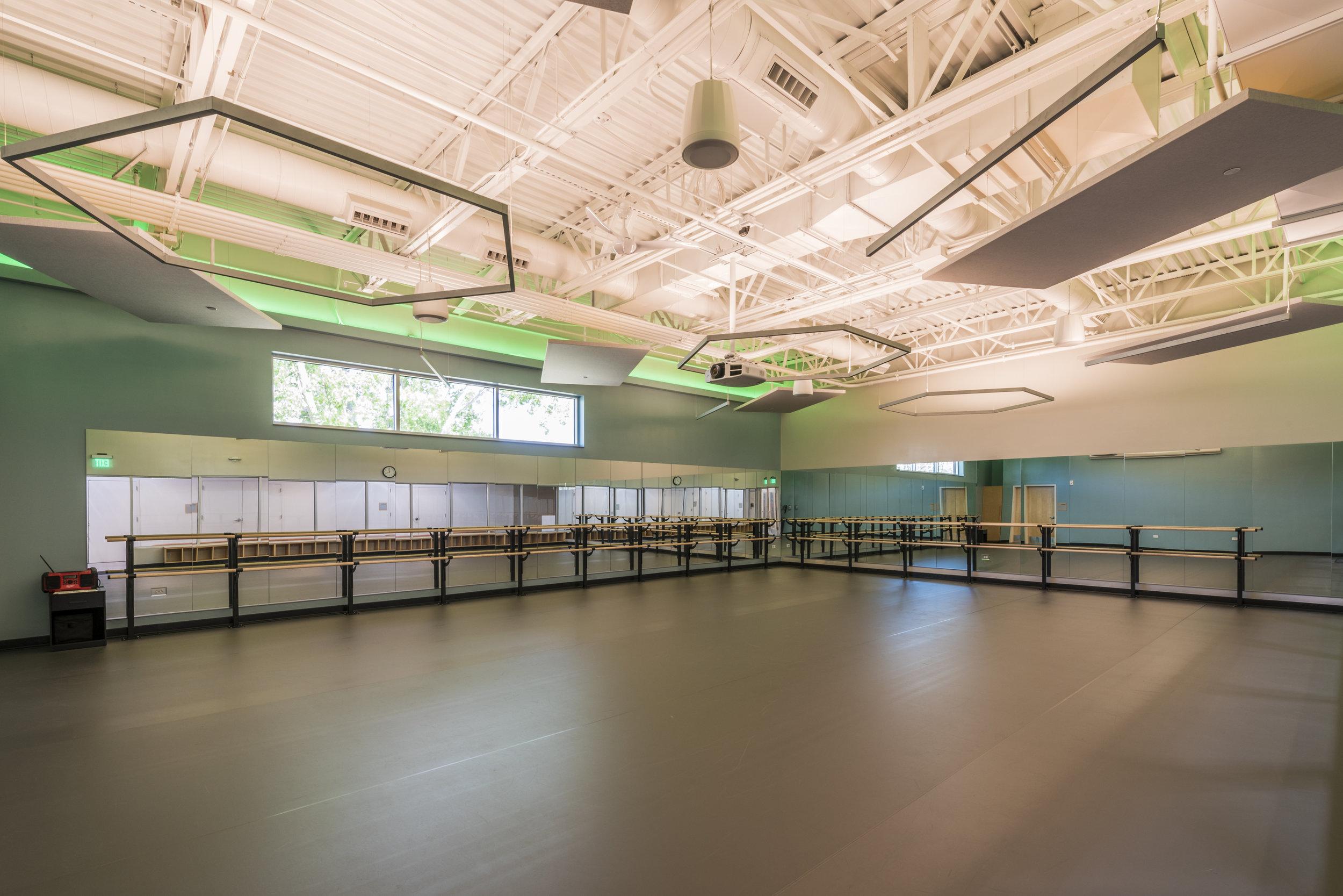 Essenza-Eagle-Pointe-Recreation-Center-071.jpg