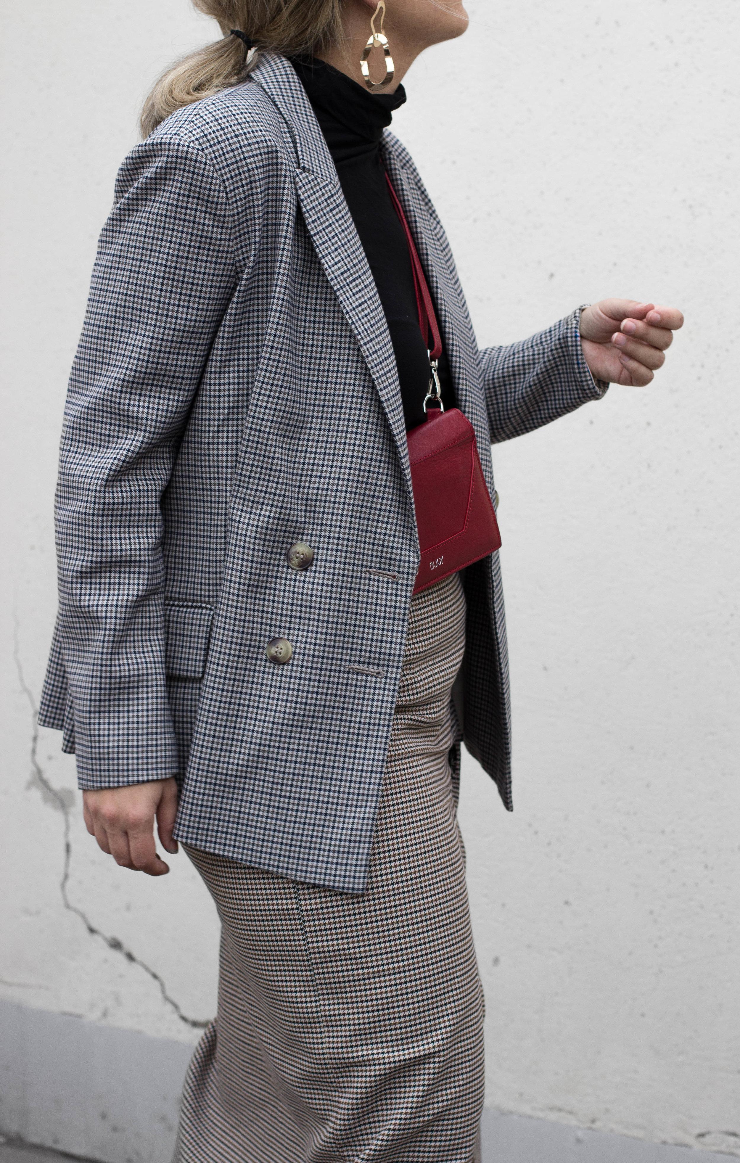 Blazer H&M, Skirt ZARA, Top ZARA, Earigs  Glitter , Bag  BUKVY