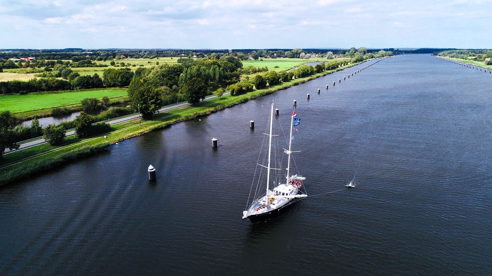 Manta Trawl testing in the Kiel canal.