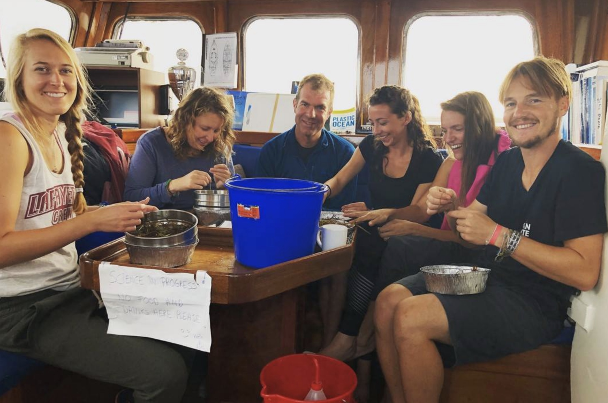 Sifting through seagrass for microplatic. L-R: Katie Stevens, Roos Swart, Frederick Smith, Sofia Di Stefano, Fosca Poltronieri and Kerl Beerenfenger.