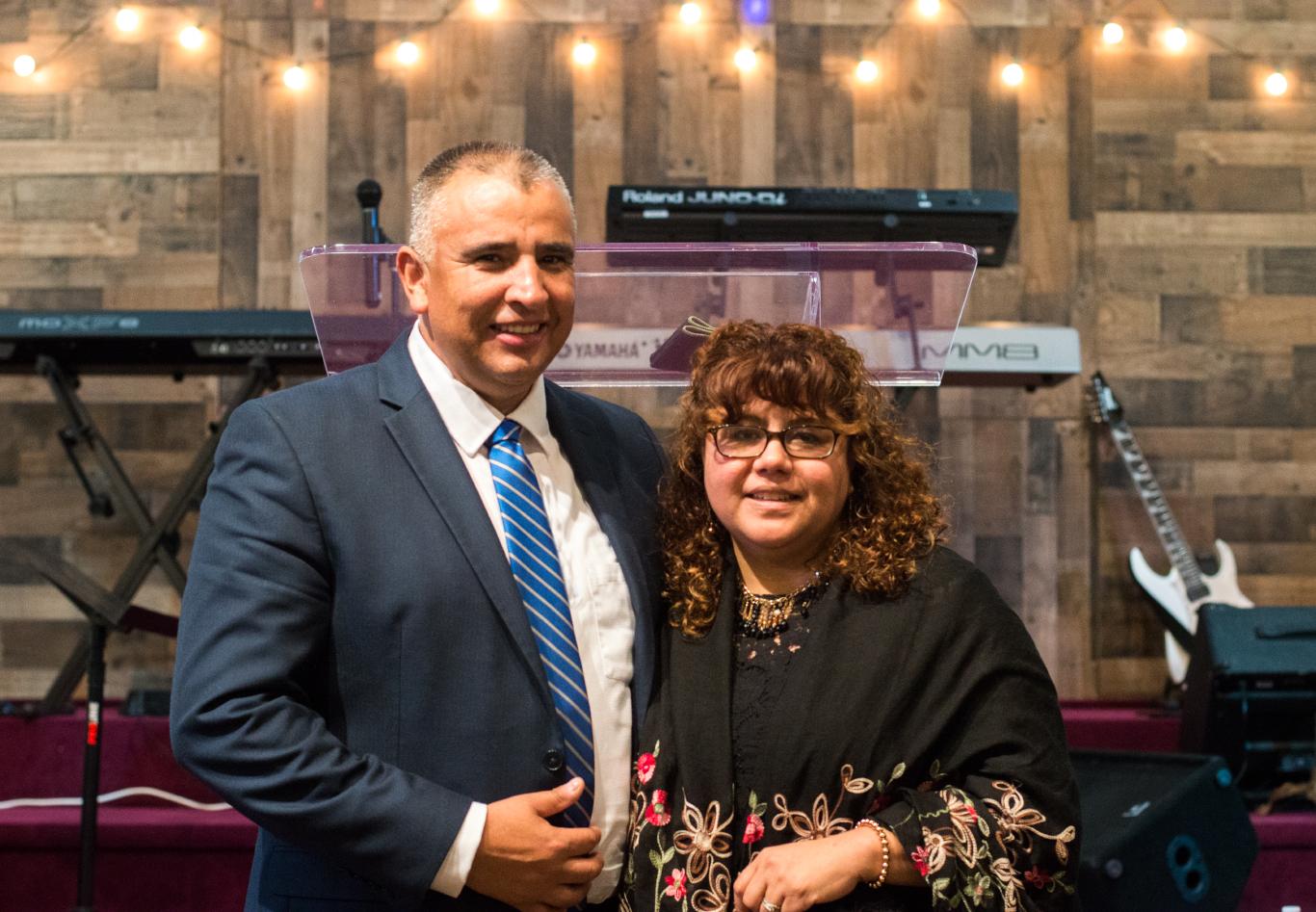 Pastores    Rafael y Adriana Núñez