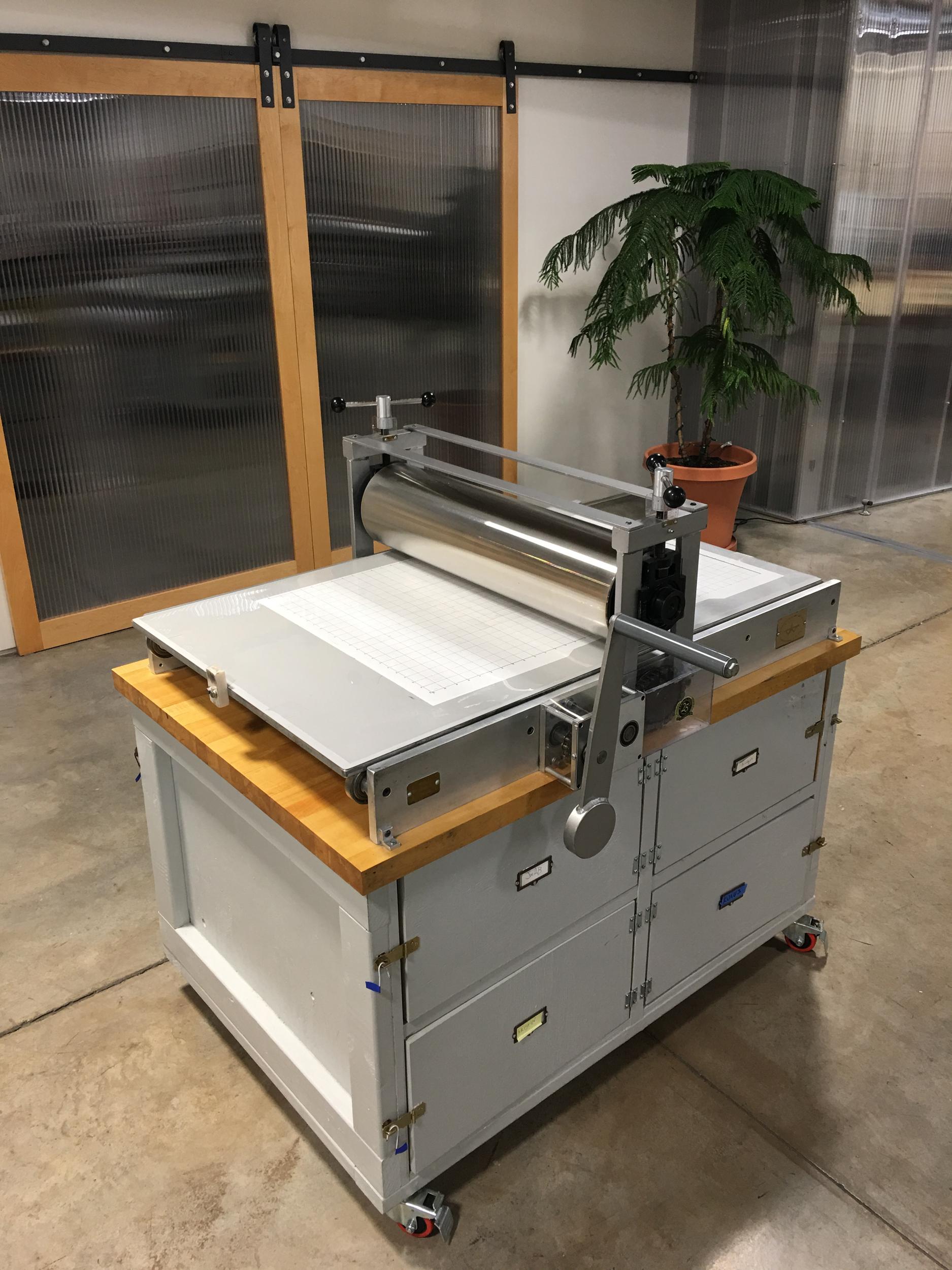 Medium intaglio press