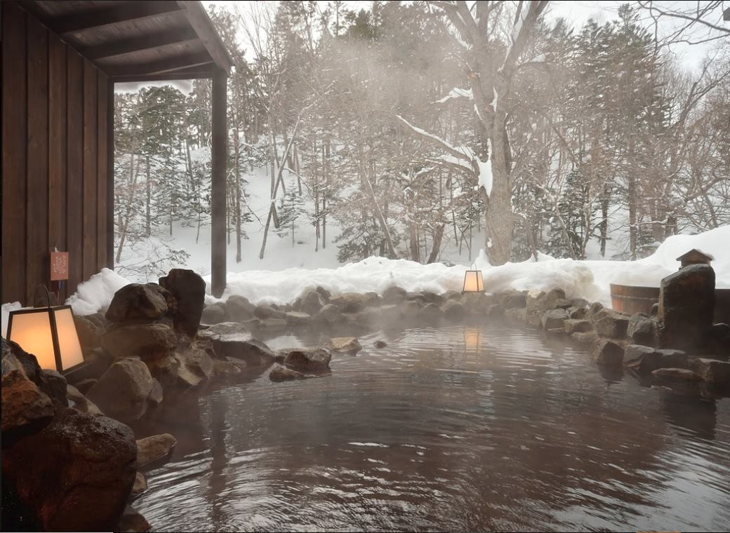 La Vista Akangawa's outdoor onsen in the snow. So lovely to be cold and warm at the same time.  (The image was taken from the hotel's website as photography is forbidden in the onsens)