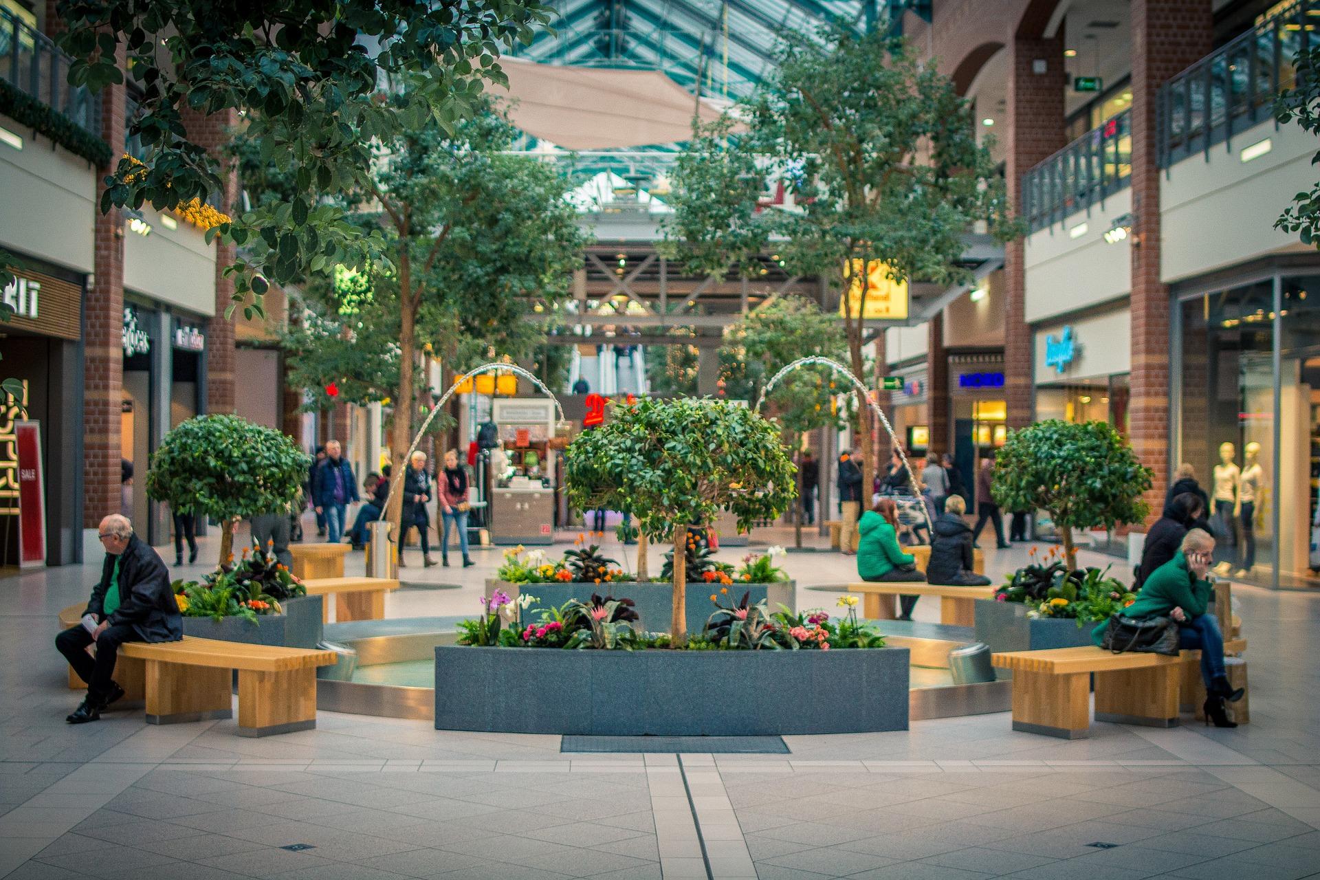 shopping-mall-1126485_1920.jpg