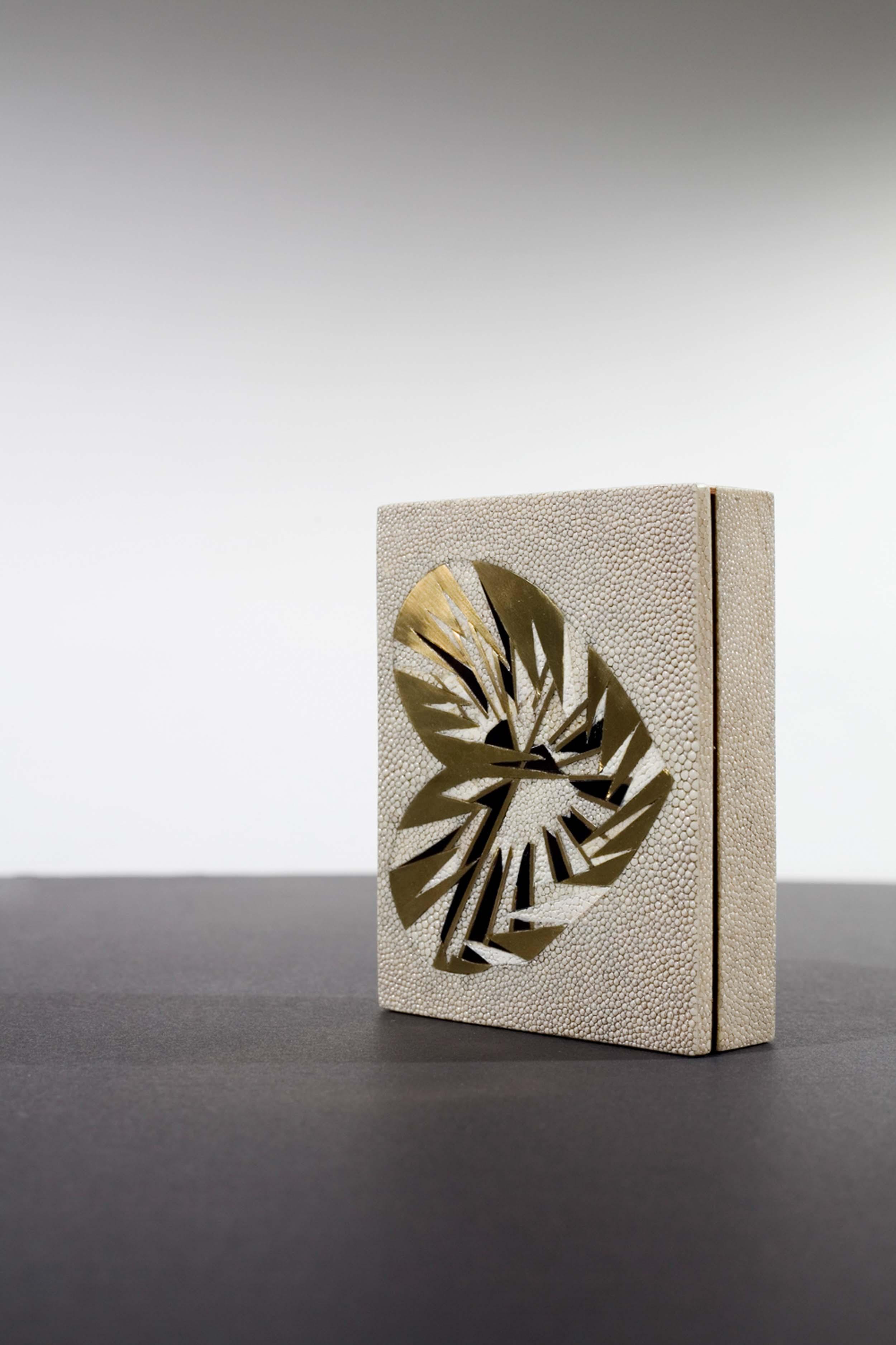 kifu-paris-patterns-textures-bugs-emblems-shagreen-brass