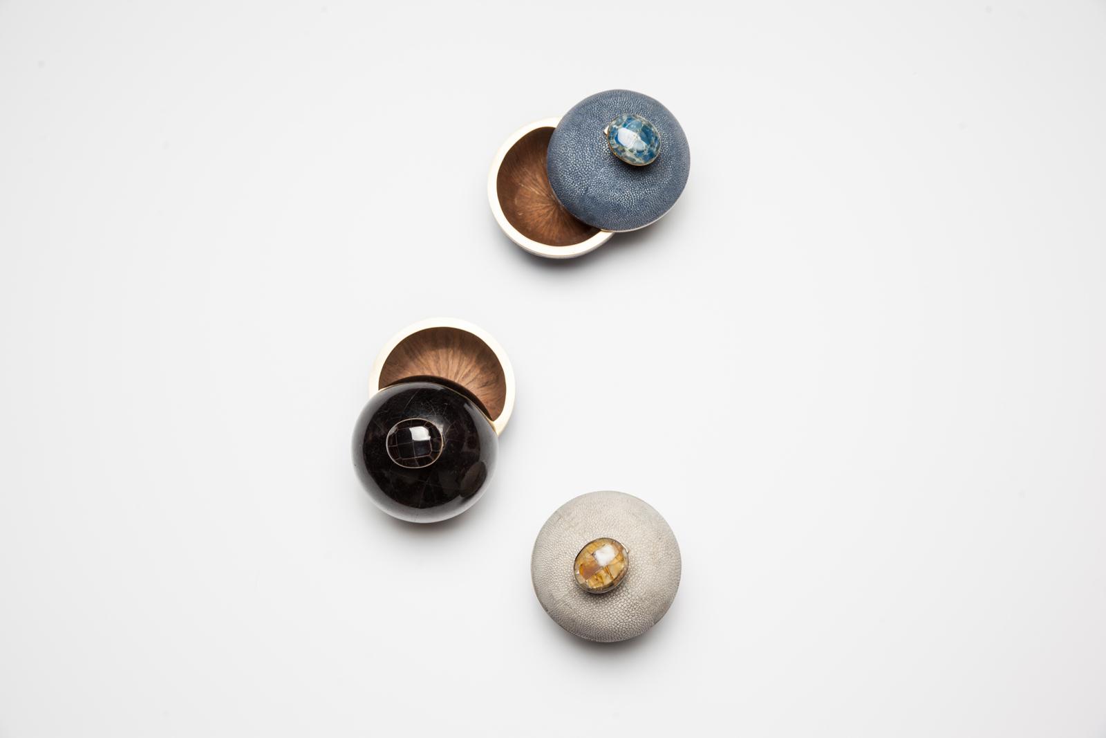 kifu-paris-cannister-shagreen-brass-black-penshell-shell
