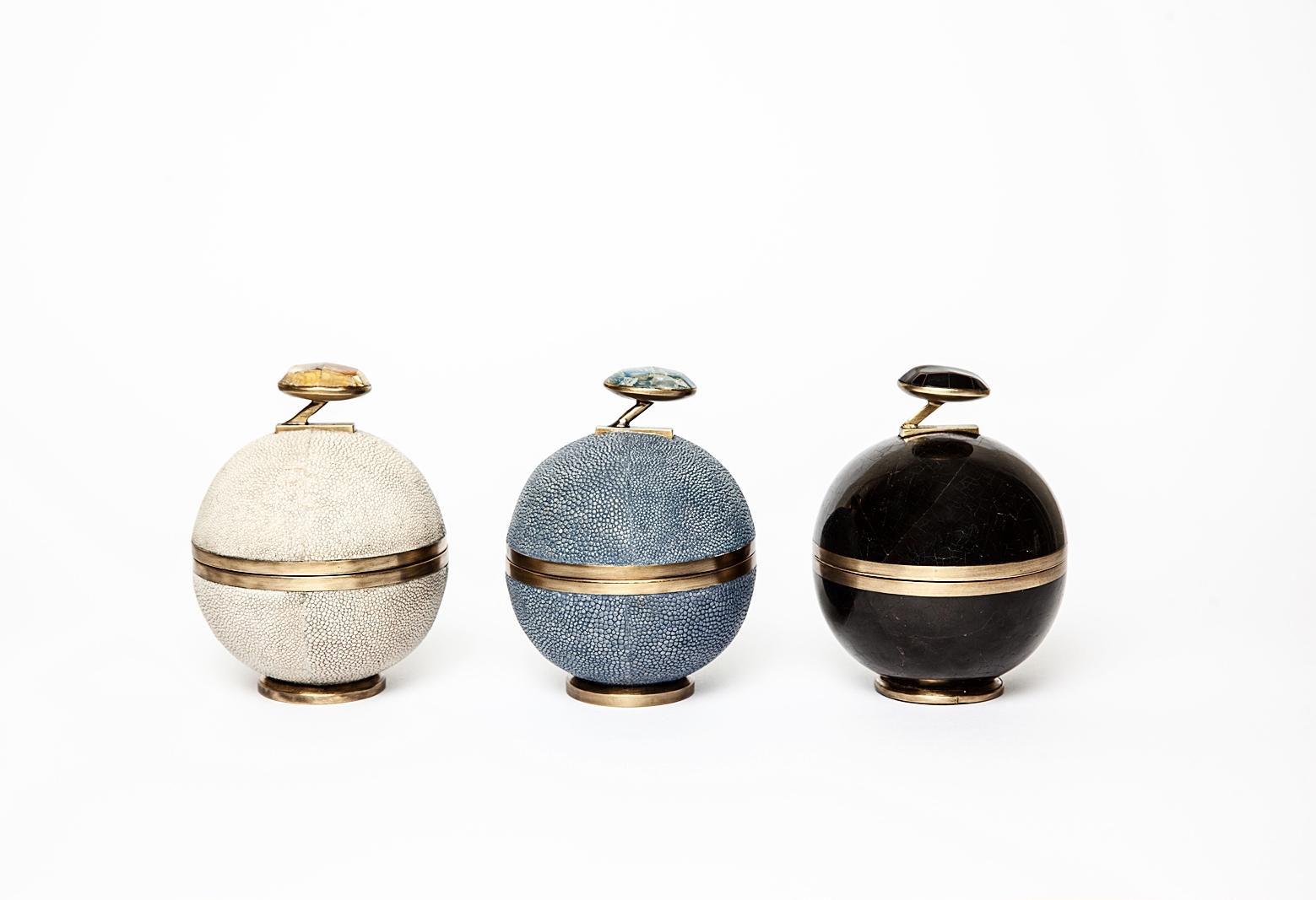 kifu-paris-cannisters-stone-shagreen-brass-black-penshell-shell