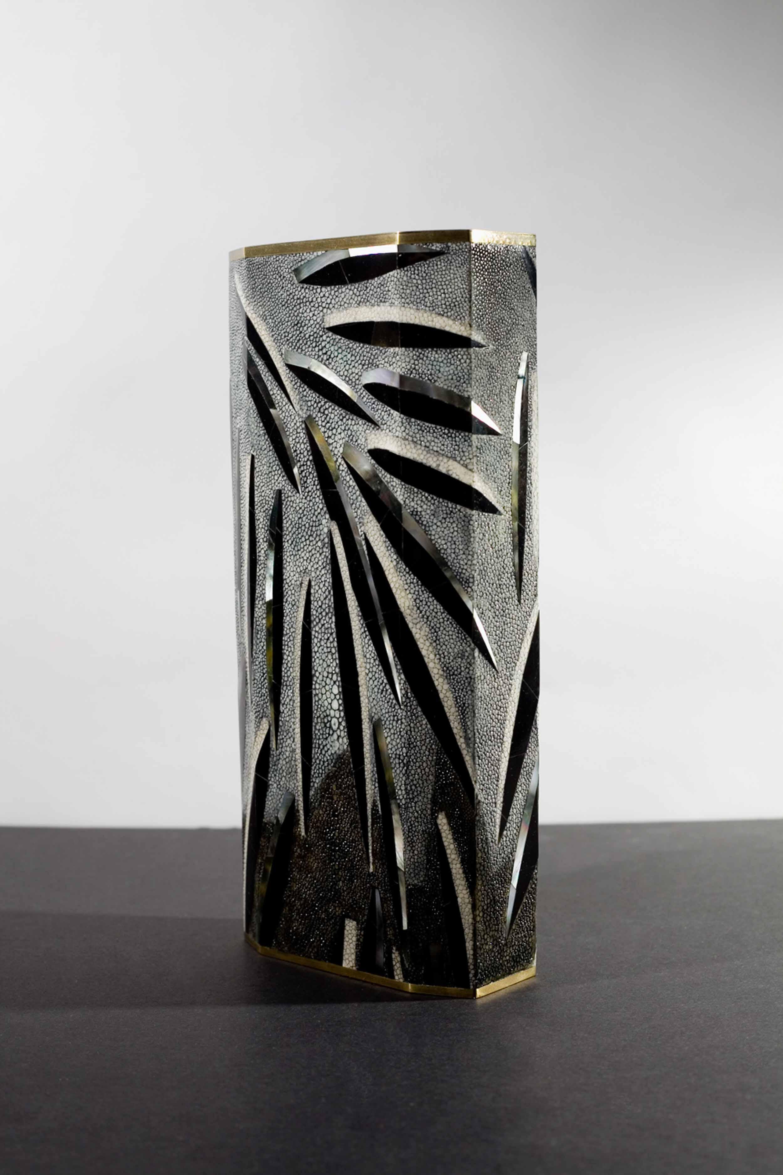 kifu-paris-materials-feather-pattern-texture-shell-shagreen-brass