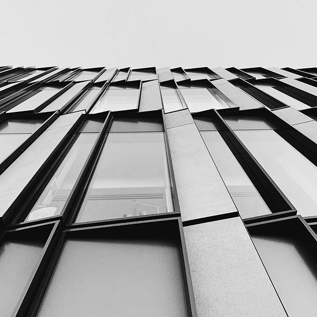 Up🏙 • • • • • • #cincinnati #building #up #discoveraround #city #igers #cityview #exploretocreate #view #mycity #insta #citygram #igshotz #moodgram #perspective #justgoshoot #fatalframes #cincinnatiphotographer #like4like #cincishooters #shotonaniphone #urbanphotography #vsco #vscogram #wanderlust #wonderful_places #buildings #picoftheday #delightful #explorecreate 