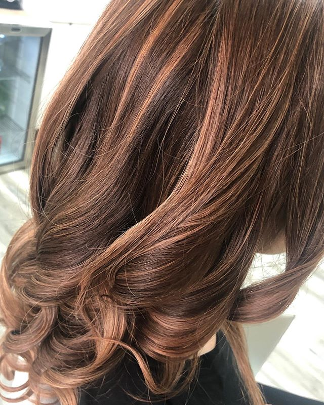 Beautiful balayage with rose 🌹 tones #highlights #colormelt #balayage #newhair #haircolor #vineandbranchsalon #sandiego #sandiegohair #sandiegohairstylist #sandiegohairsalon