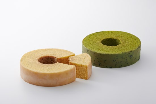 Plain Baumkuchen: Fluffy and moist. Soft baumkuchen covered in a delectable sugar icing.