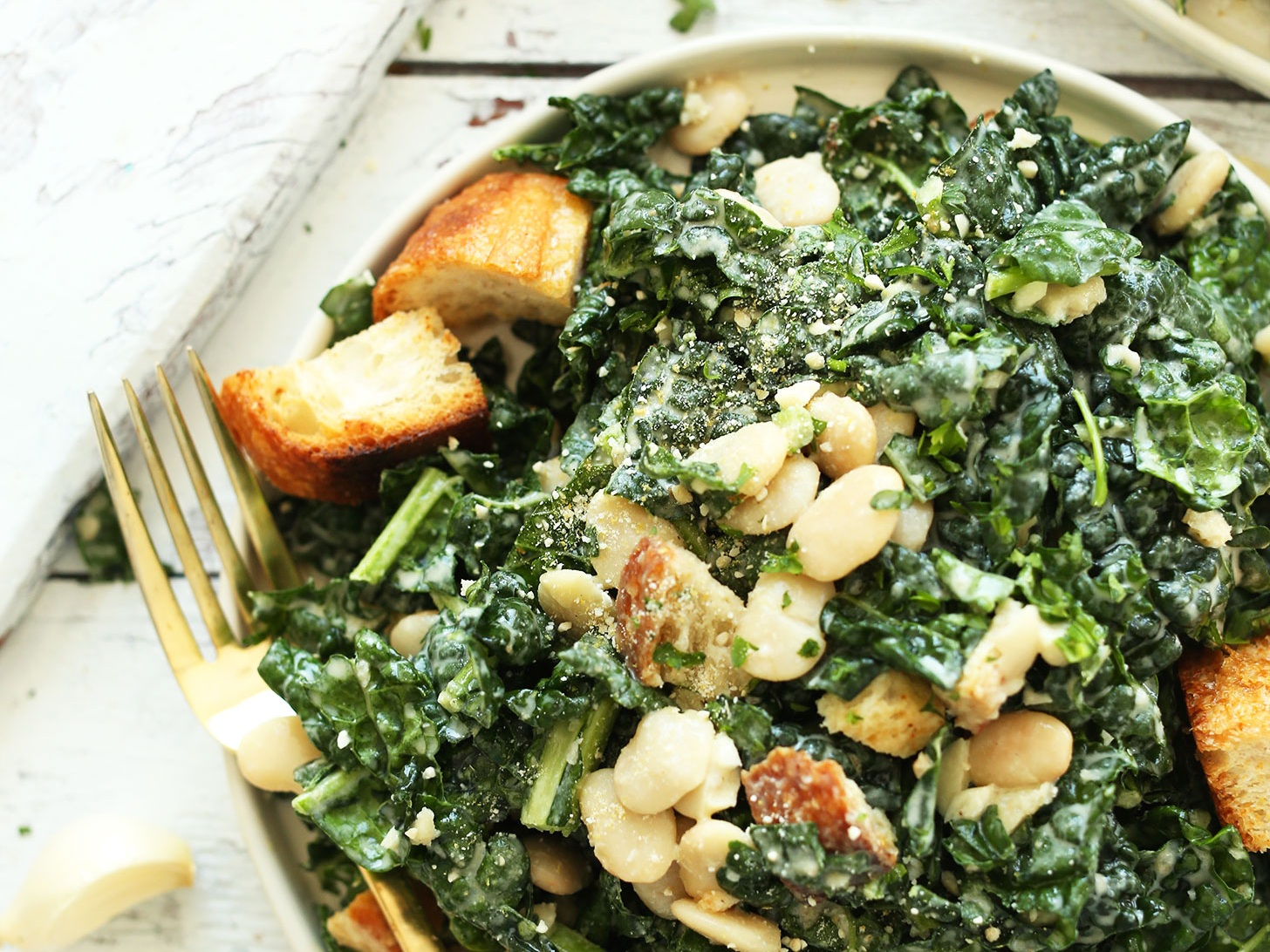 30-minute-AMAZING-Lemony-Garlic-Kale-Salad-with-Butter-Beans-and-Garlic-Croutons.-The-Garlic-Tahini-Dressing-makes-it-vegan-salad-recipe-kale-healthy.jpg