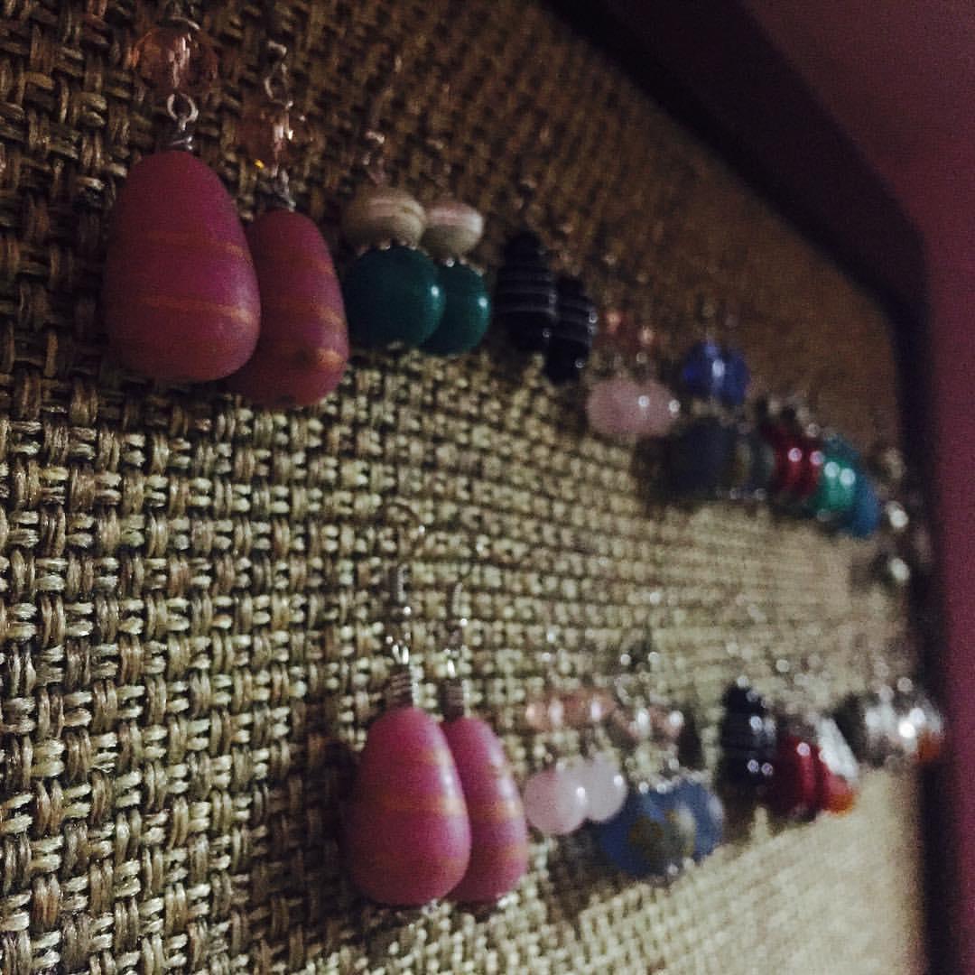 Sanju's Jewelery Supports single mothers.