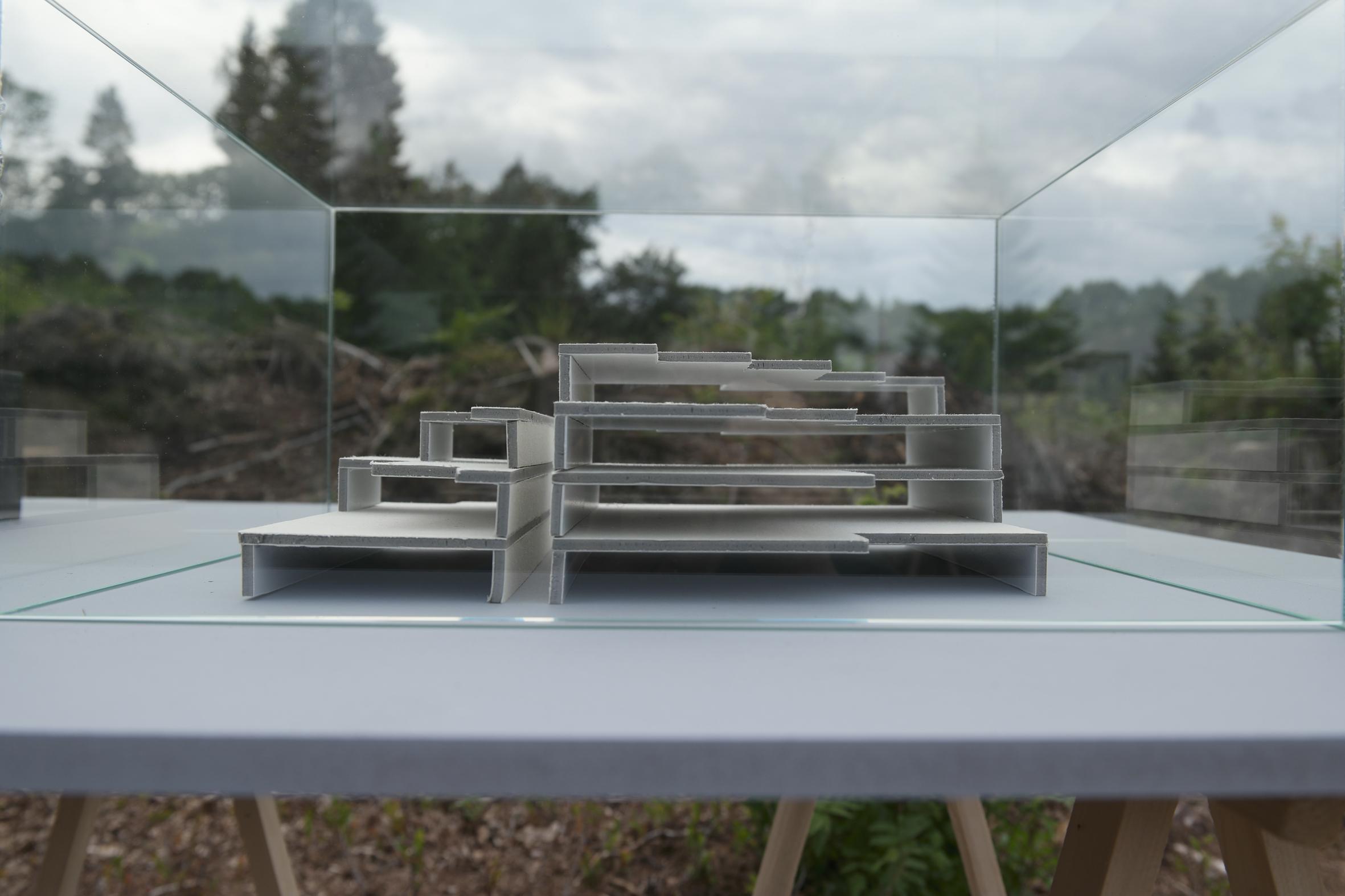 A9 modell i papp utstilt på felt Nina Torp.jpg