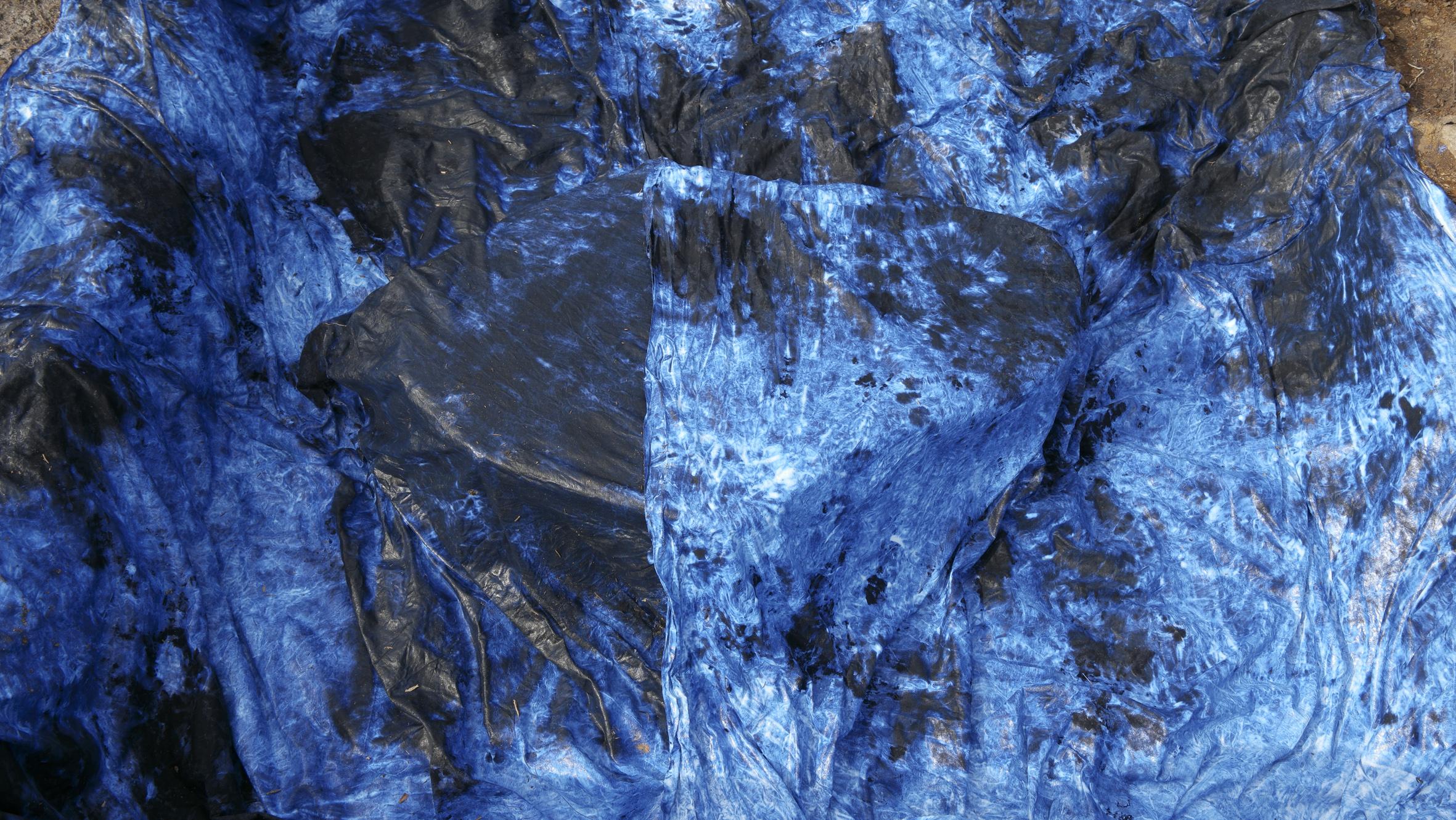 B4 Tekstilavtrykk av stein i felt Nina Torp.jpg