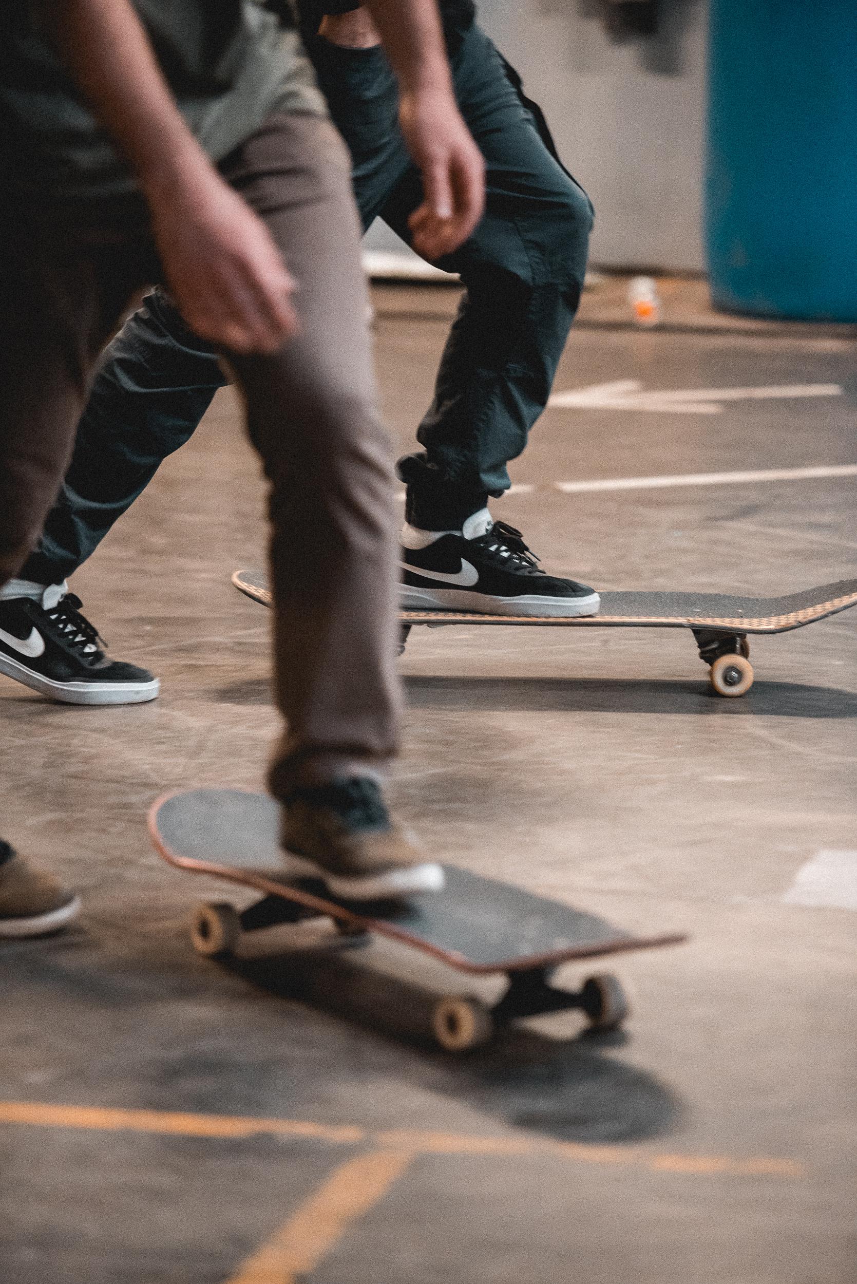 VZWEETJE  groepeert de Leuvense skatecommunity. In het  indoor skatepark  kunnen skaters hun beste flips, grabs en grinds showen. Meer dan 260 vierkante meter maagdelijk beton en een hoop vette toestellen staan klaar om het beest in elke skater naar boven te halen. Complete beginner, zotte pro of iets daar tussen? Iedereen is welkom.   contact:  i nfo@vzweetje.be   openingsuren: wo: 13:00 - 23:00, do - za: 13:00 - 21:00