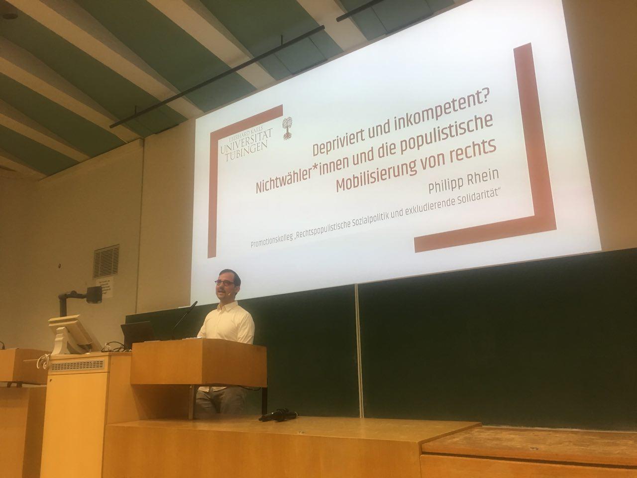Philipp Rhein während seines Vortrages.