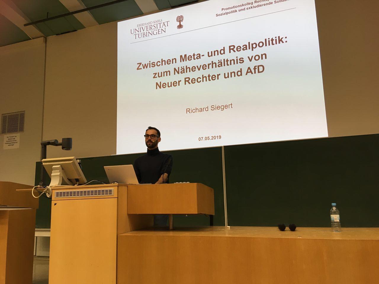 Richard Siegert während seines Vortrages