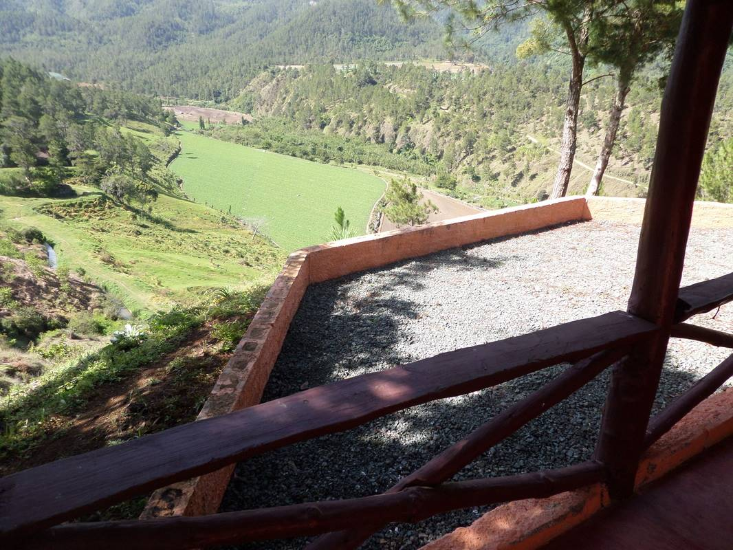 Big Land with Spectacular Views of the Valley9.jpg