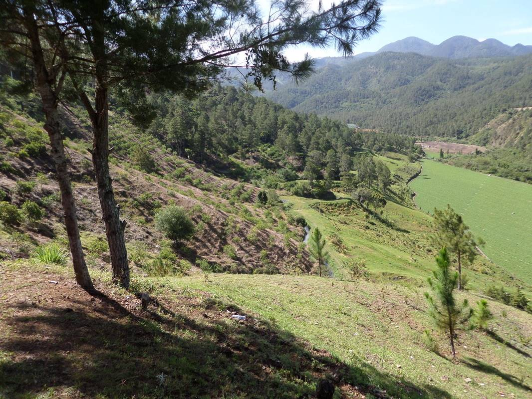 Big Land with Spectacular Views of the Valley13.jpg