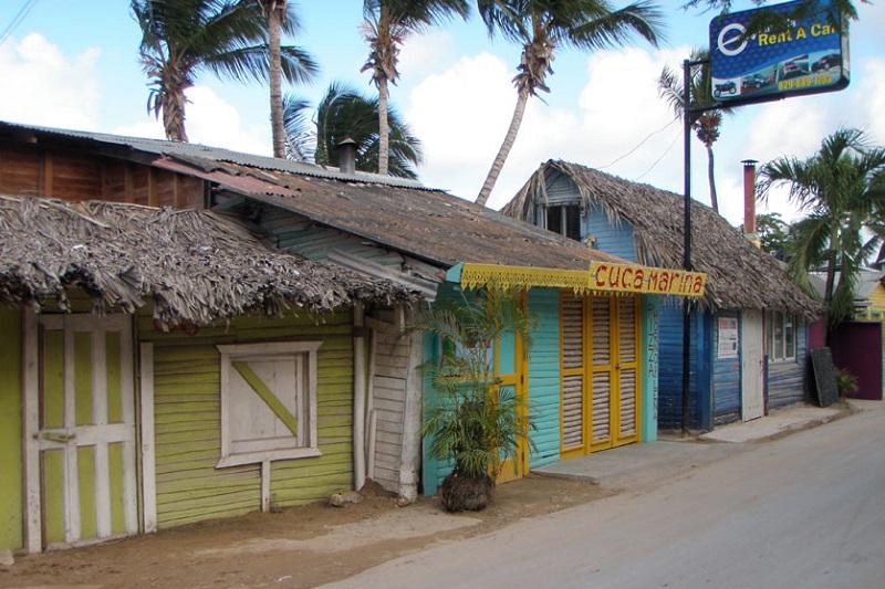 Las terrenas colorful houses1.jpg