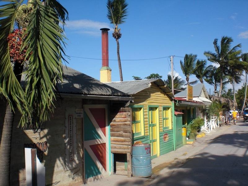 Las terrenas colorful houses2.jpg