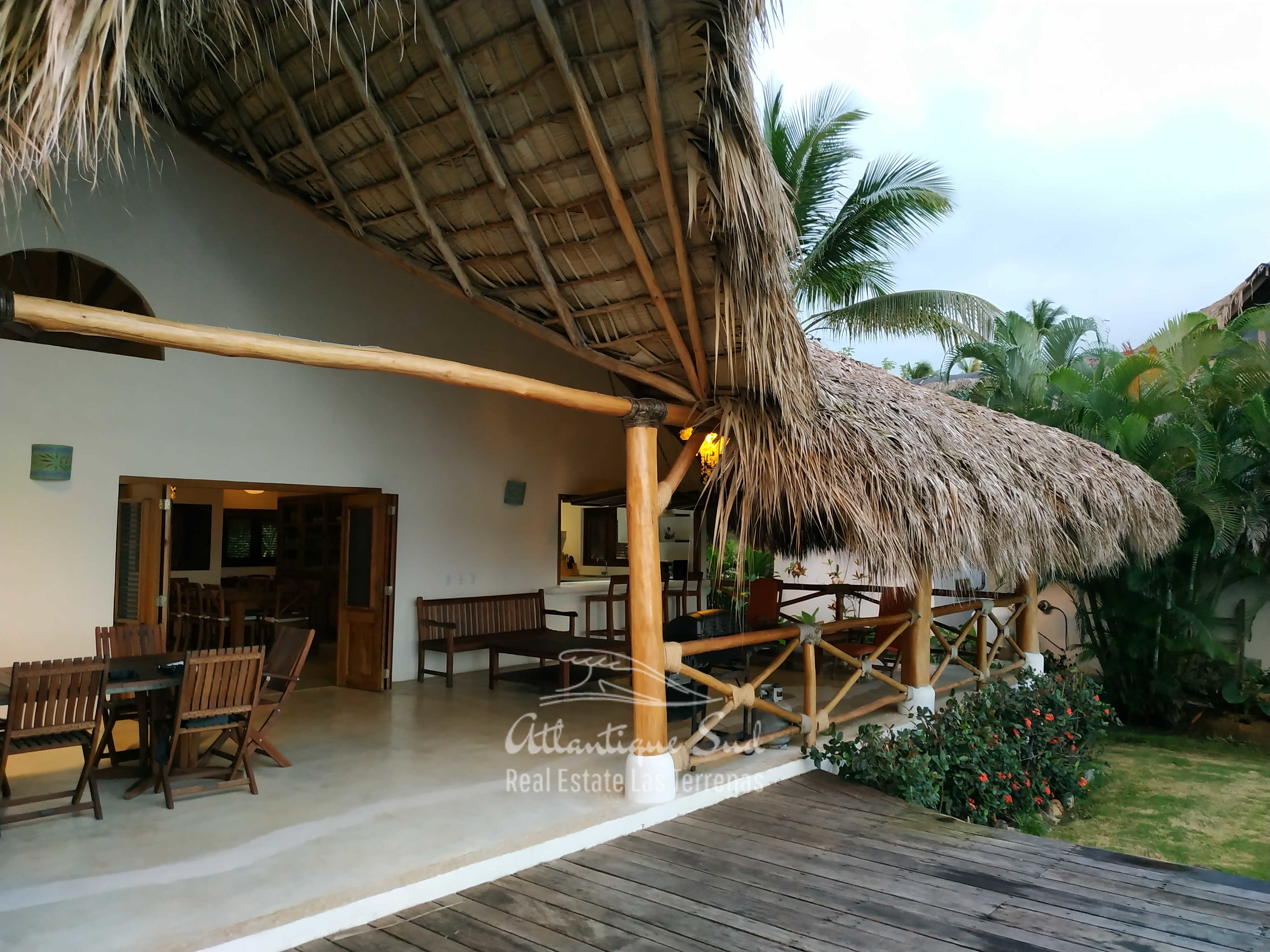 Villa los nomadas for sale beachfront 4.jpg