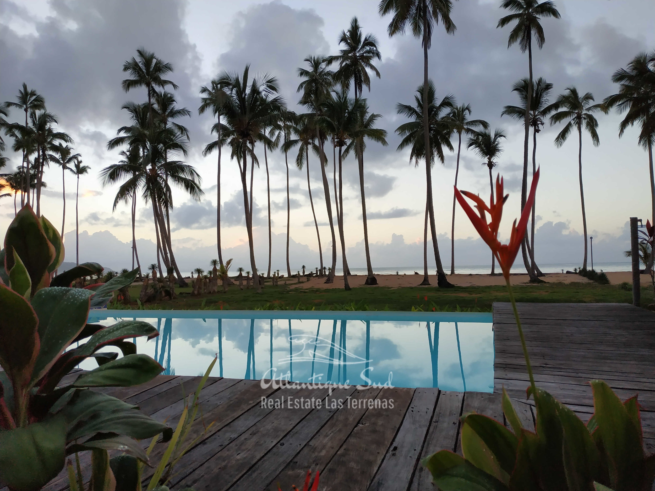 Villa los nomadas for sale beachfront 2.jpg