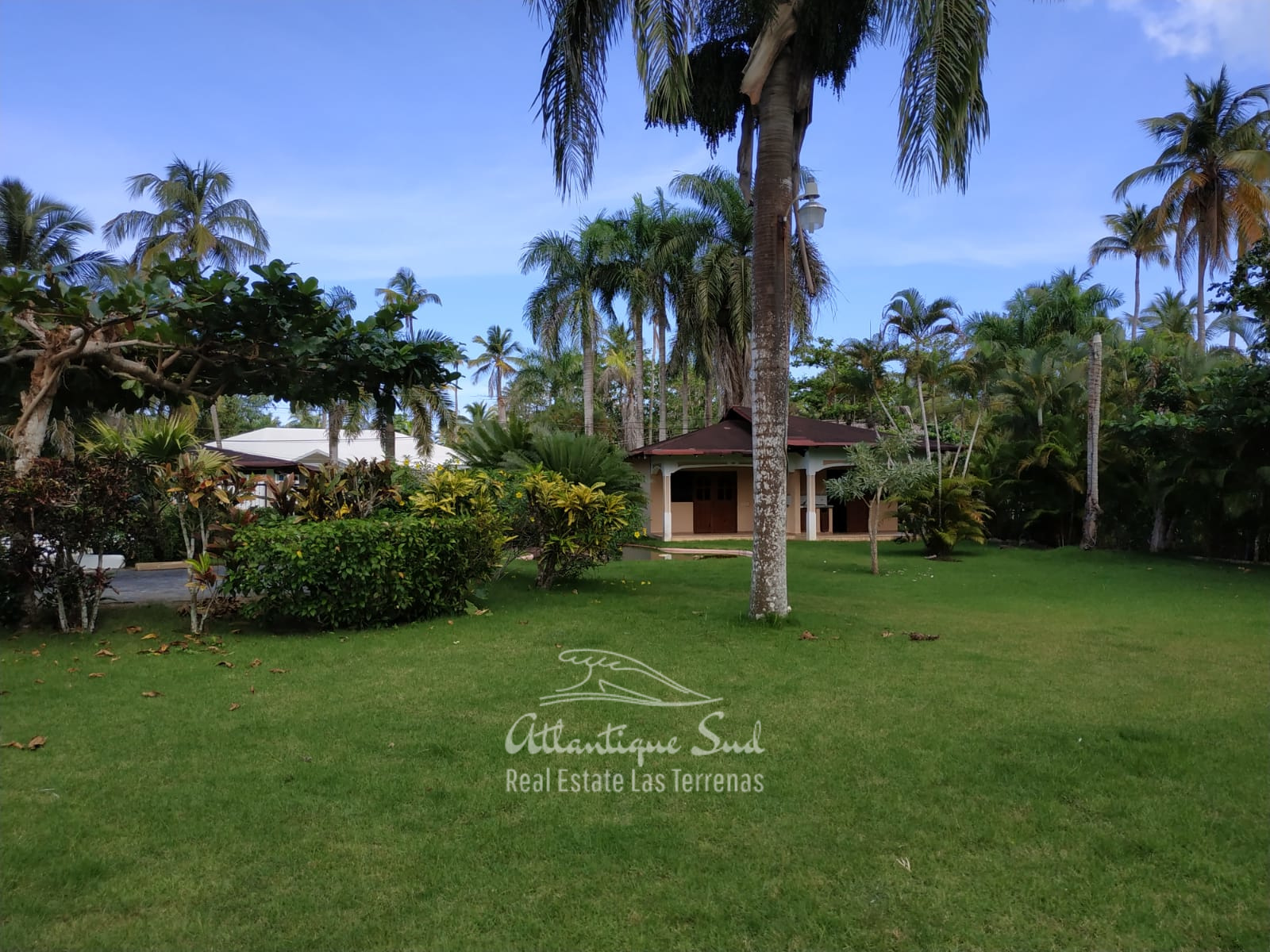 Villa los nomadas for sale beachfront 12.jpeg