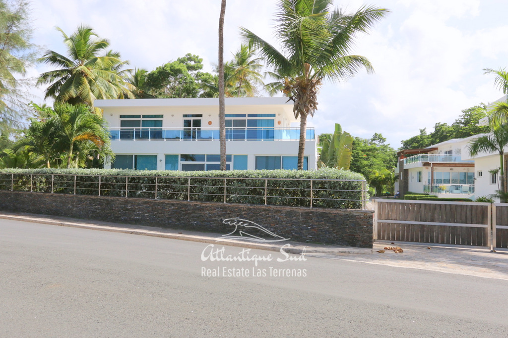 Beach front villa at Playa Popy 6.jpg