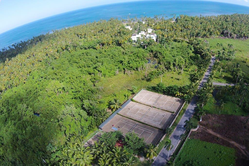 Esperanza Residence in Las terrenas tennis courts 1.jpg