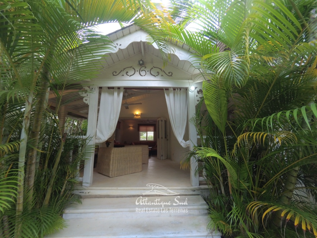 Villa+for+sale+steps+from+the+beach+in+las+terrenas+10.jpg